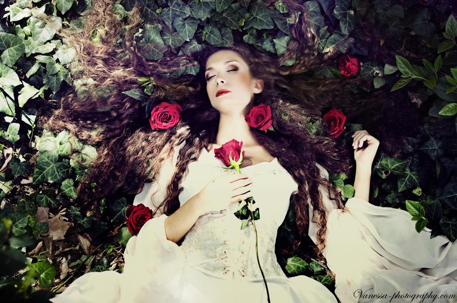  ANNULE  Est-elle prête à devenir Connaisseuse, tel est la question ! :3 Sleeping_beauty_7_by_costurero_real-d3ds3jb