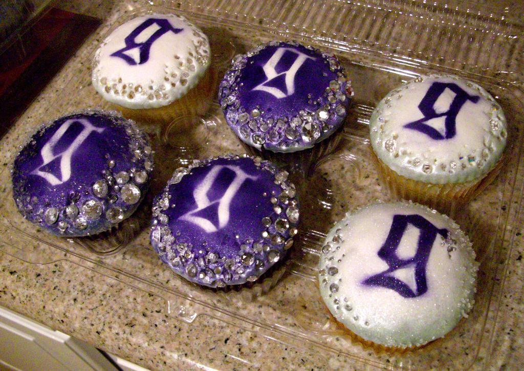 Six Lady Gaga Cupcakes by GoldDust12