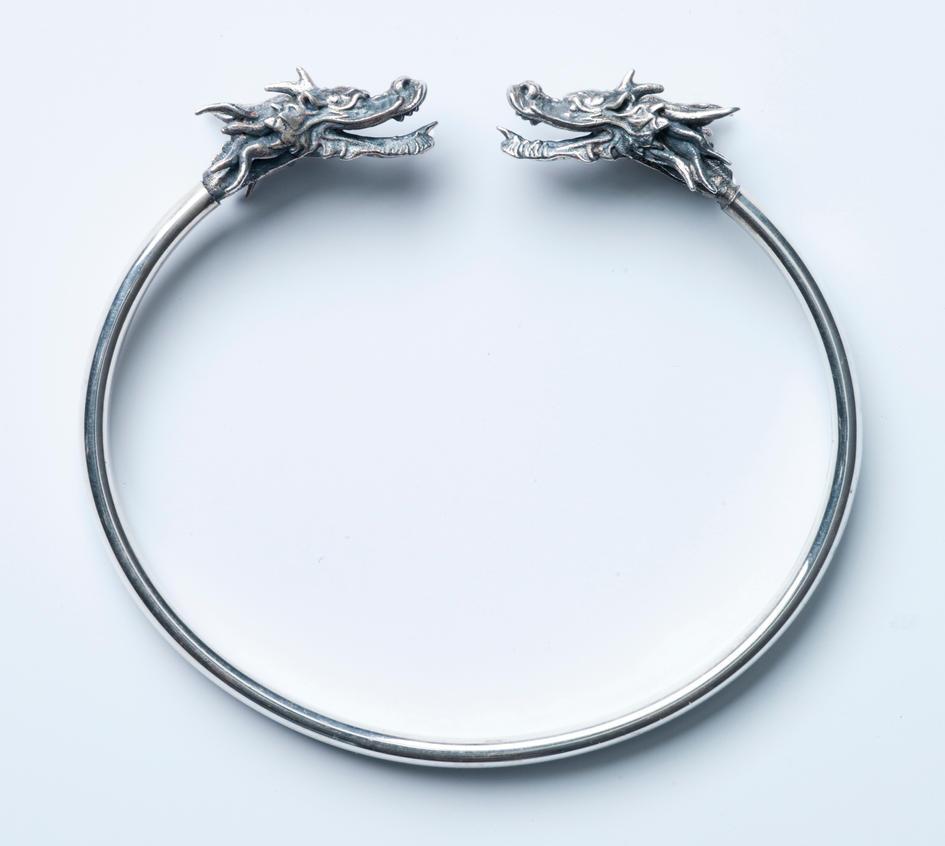 http://th02.deviantart.net/fs71/PRE/i/2013/256/9/d/dragon_zodiac_bracelet_by_sean_dabbs_fx-d6m3oqo.jpg