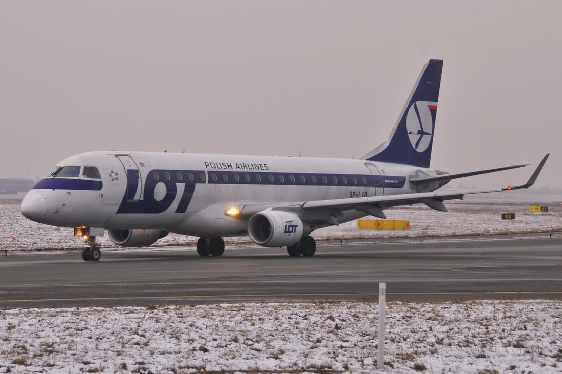 SP-LID - Embraer ERJ-175STD - LOT Polish Airlines by mysterious-one