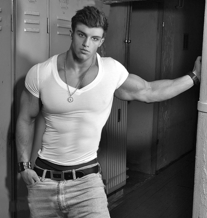 Built by tallsteve big beefy blonde bi boy bodybuilder - Stonepiler bodybuilder ...
