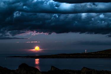 A Skerries Moonrise by DanielGeesen