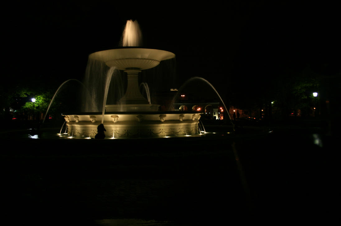 Fountain by night by AlmostInsane