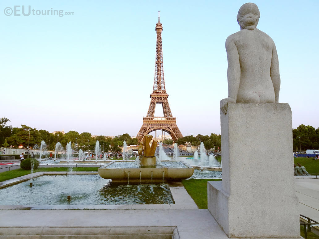Statue at jardin du trocadero gardens by eutouring on for Jardin trocadero