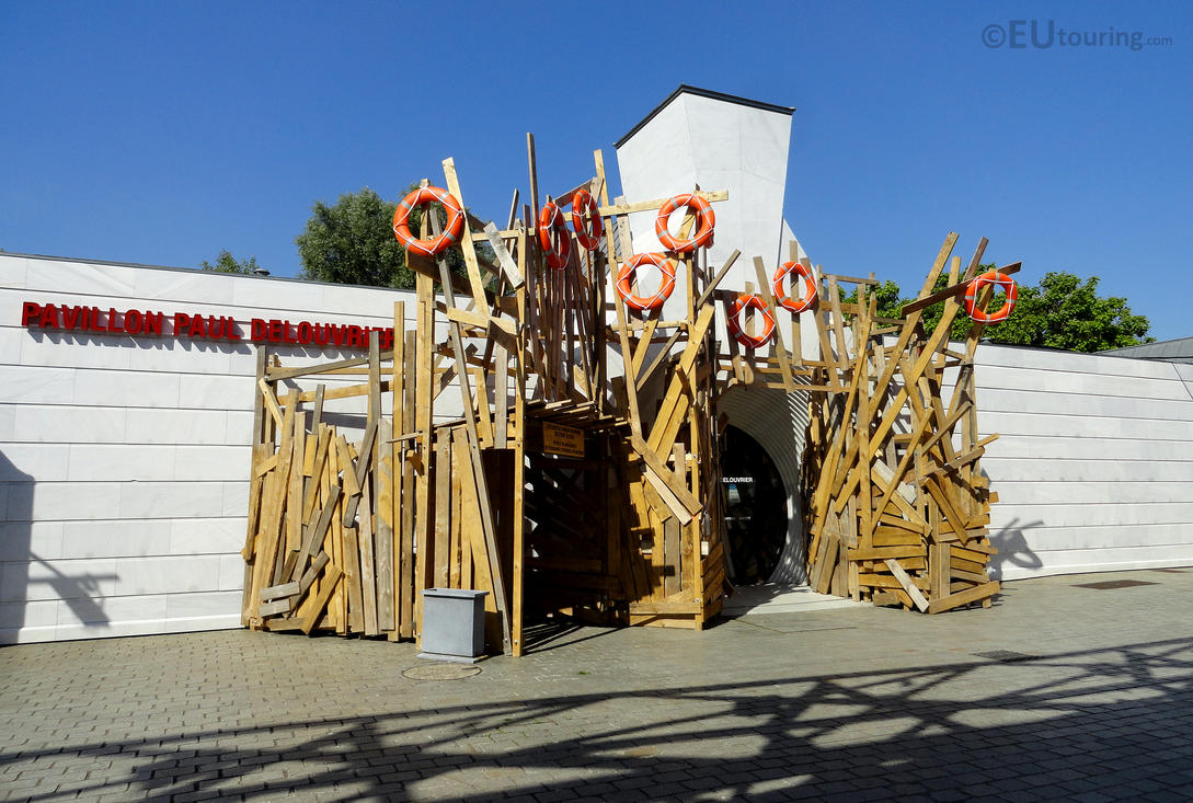 Nautical themed entrance by EUtouring