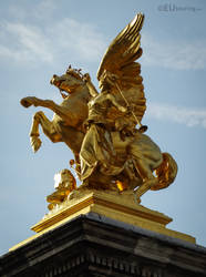 Fame of the Arts golden statue by EUtouring