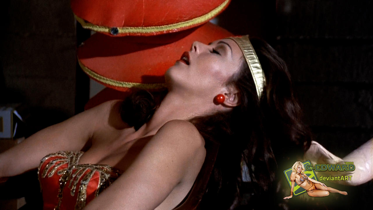 Lynda carter fakes wonder woman