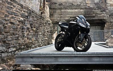 Honda CBR - Yamaha R6 I by automotive-eye-candy