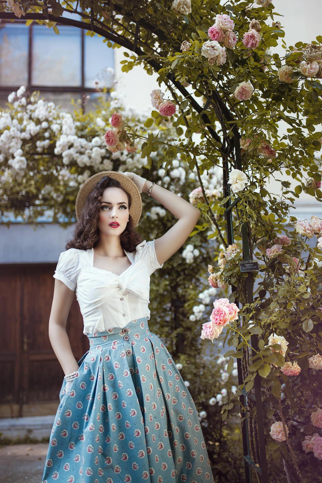 Antique Rose by DarkVenusPersephonae