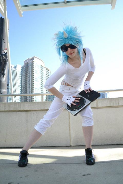 DJ P0N-3/Vinyl Scratch Cosplay 6 by shelle-chii