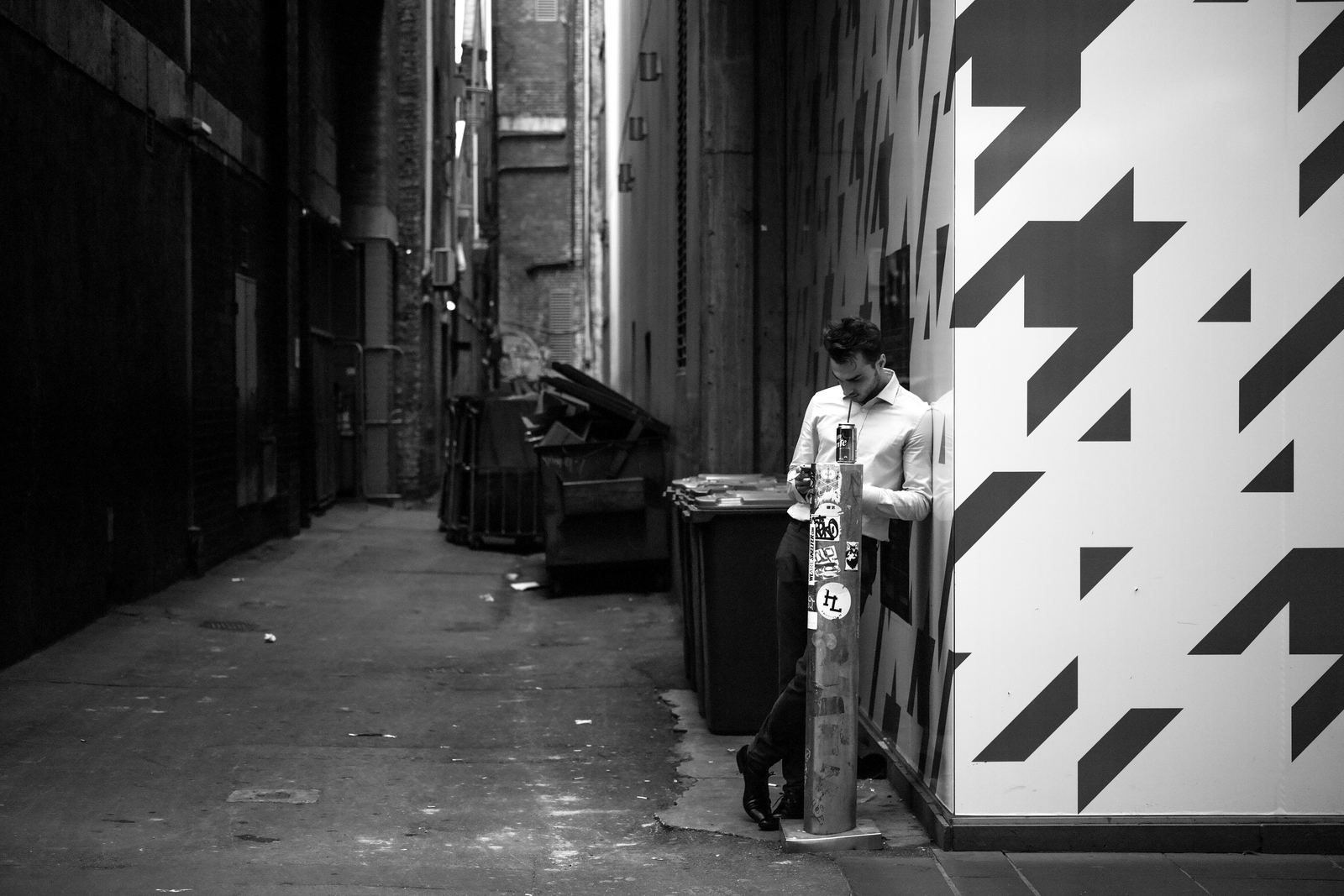 taking a sip, Little Bourke st into Albion Alley by thespook