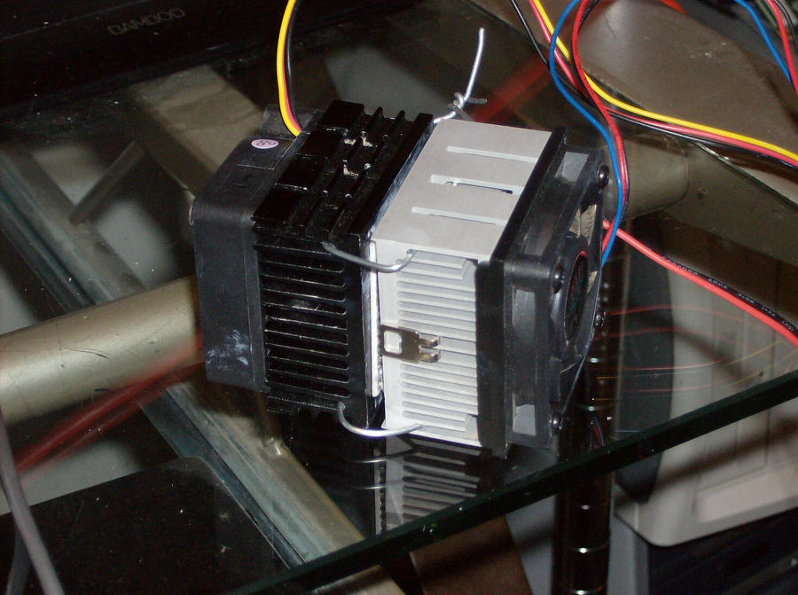 Peltier Cooling System by Gradendine