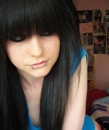 IMG:http://fc05.deviantart.com/fs43/f/2009/082/f/6/Pretty_Emo_Girl_by_emopunkmcr.jpg