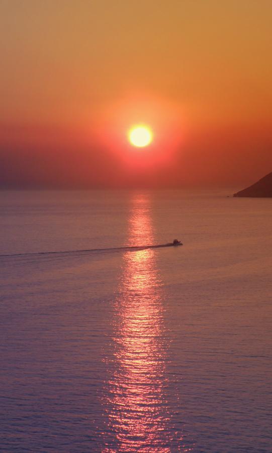 Sundown by Dominikanin