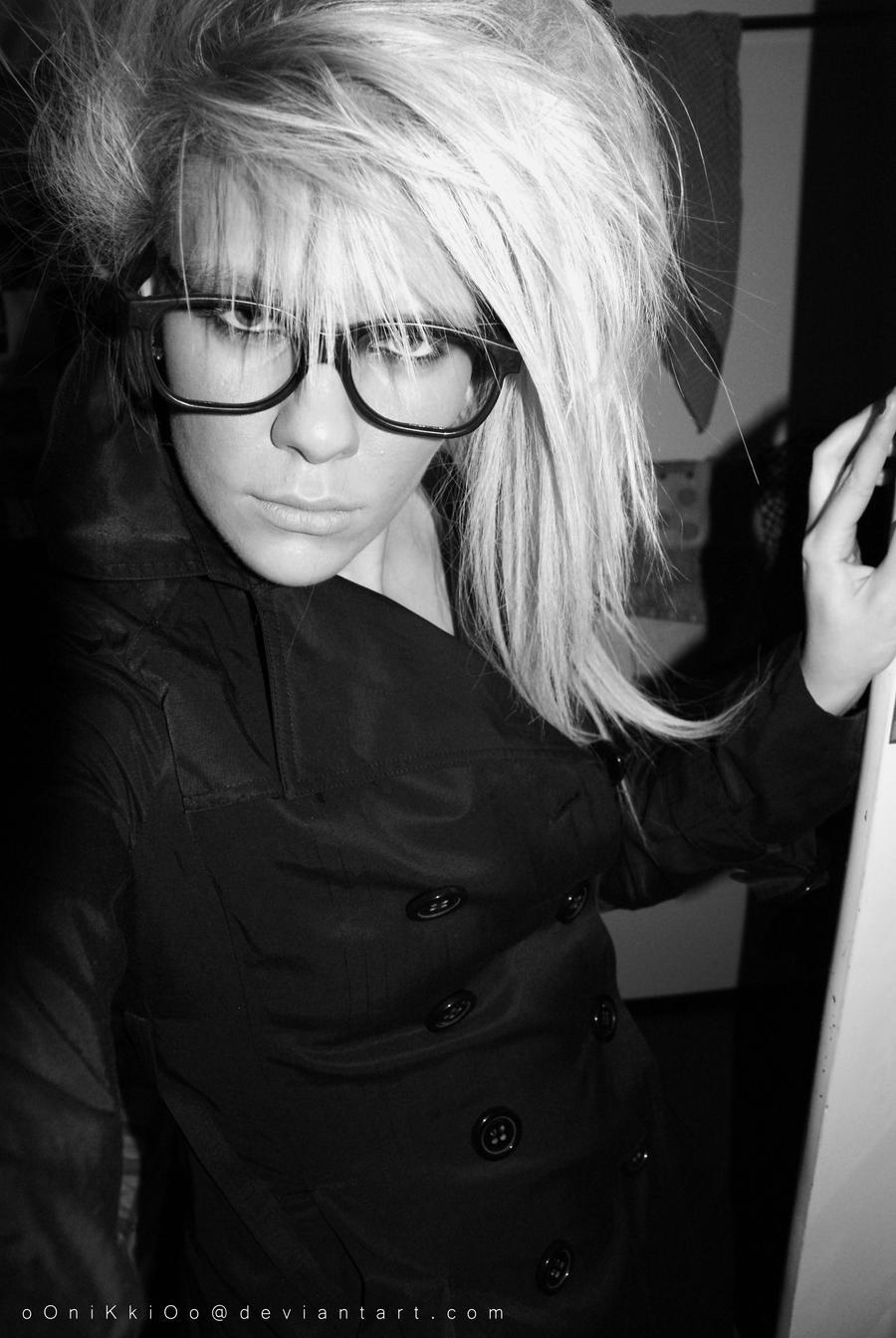 http://fc00.deviantart.net/fs70/i/2009/350/b/b/Sexy_Glasses_I_by_oOniKkiOo.jpg