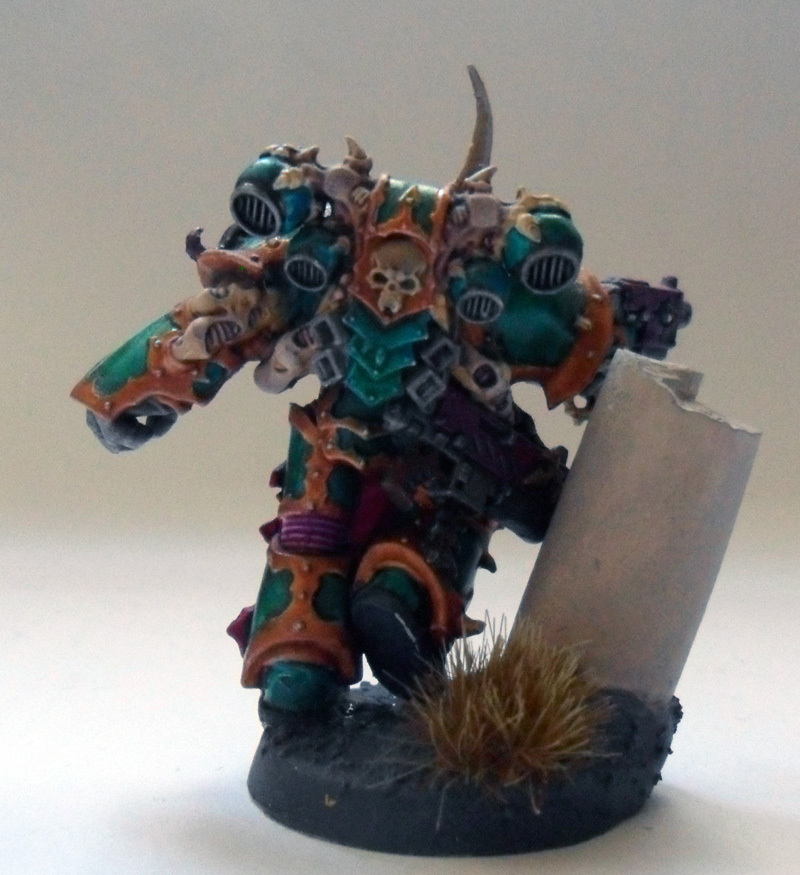 [Divers] Autres figurines : SMC, Eldars, Tyranides et non-GW Chaos_space_marine_chosen_with_power_fist__back__by_magegahell-d5wtc6b