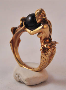 Arianna mermaid ring in brass