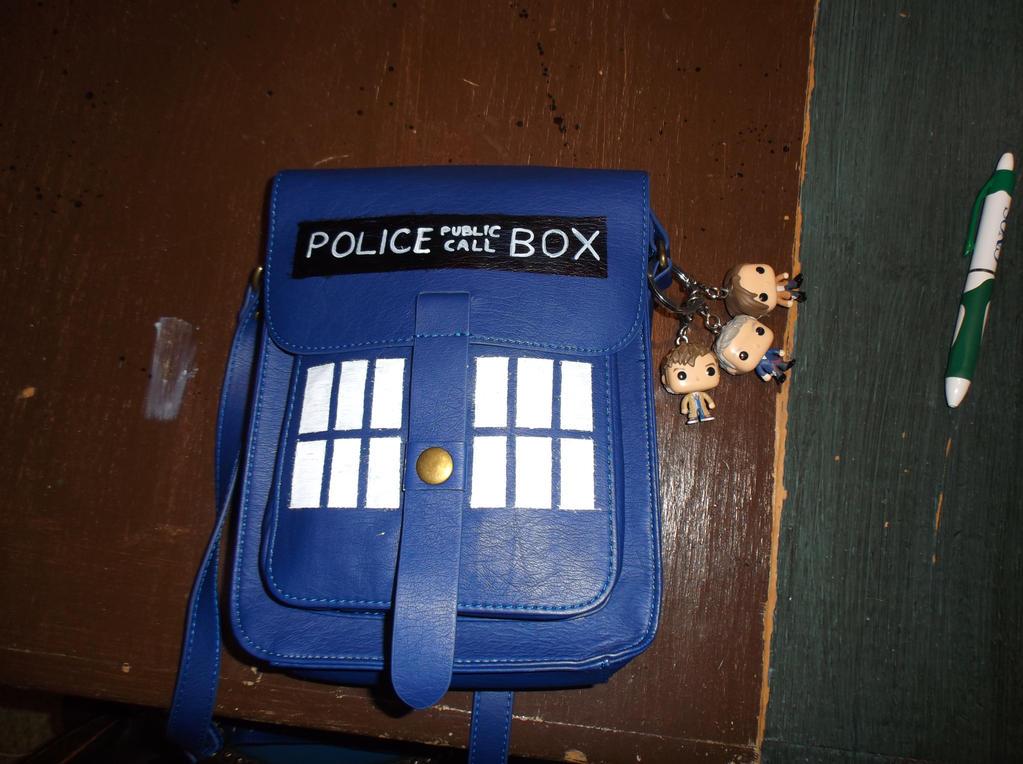 Portable TARDIS v 3.? by CrazyFoxMoon