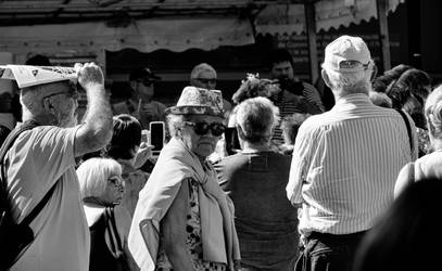 Woman with flowery hat. Beaucaire. Fr