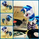 Vinyl Scratch plushie