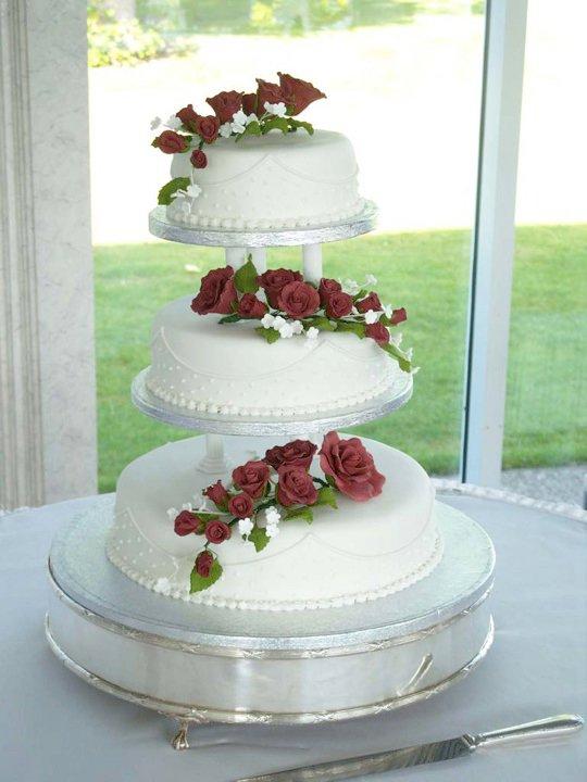 Red roses wedding cake by KarenJerram on DeviantArt