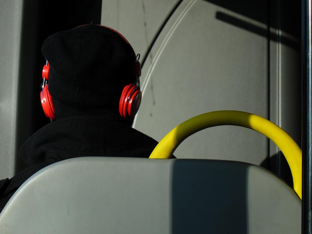 on the bus by ezkilzon