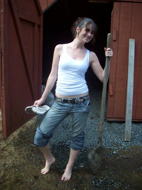http://img04.deviantart.net/b37d/i/2008/103/2/e/vermont_country_girl_by_sailorusagichan.jpg
