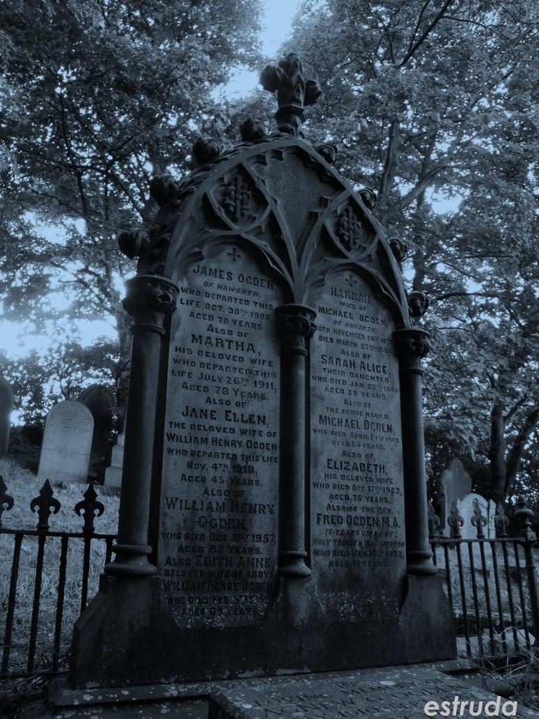 Beauty in death by Estruda