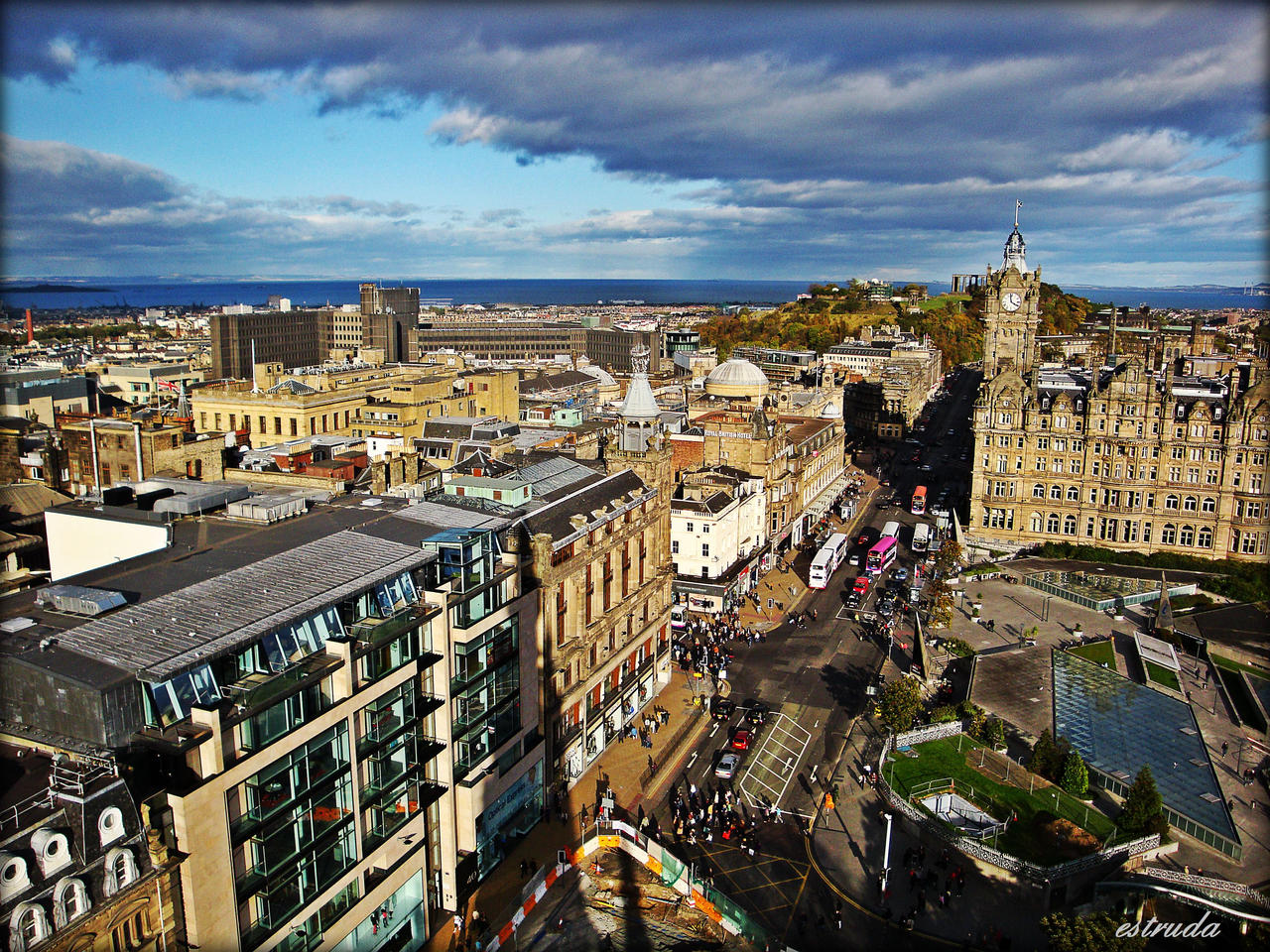 The City Of Edinburgh by Estruda