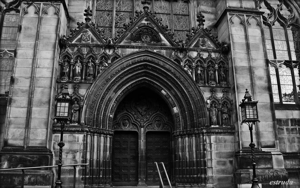 St Giles Entrance. by Estruda