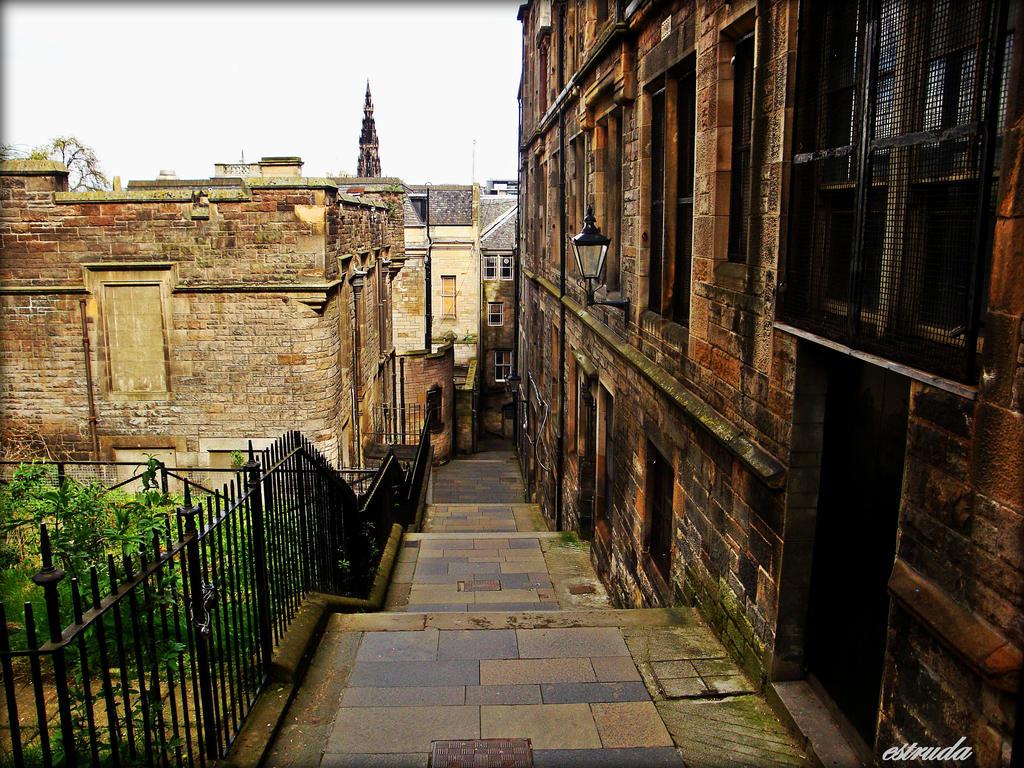 A Little Piece Of Edinburgh by Estruda