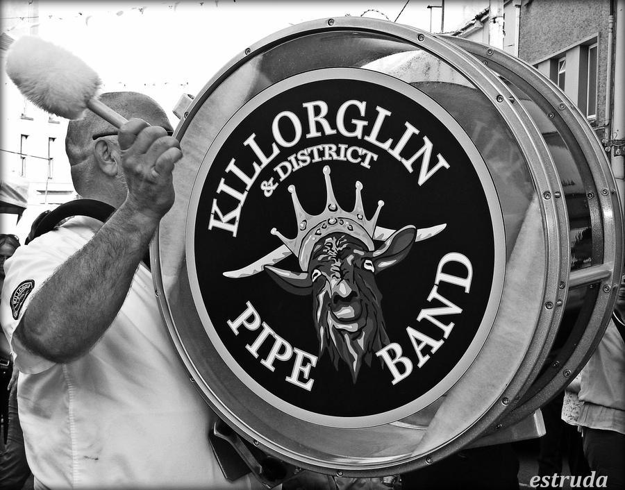 Killorglin Pipe Band by Estruda