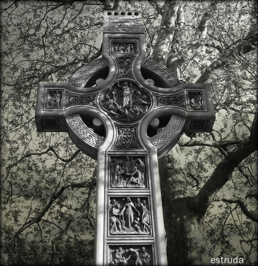 Celtic Cross by Estruda