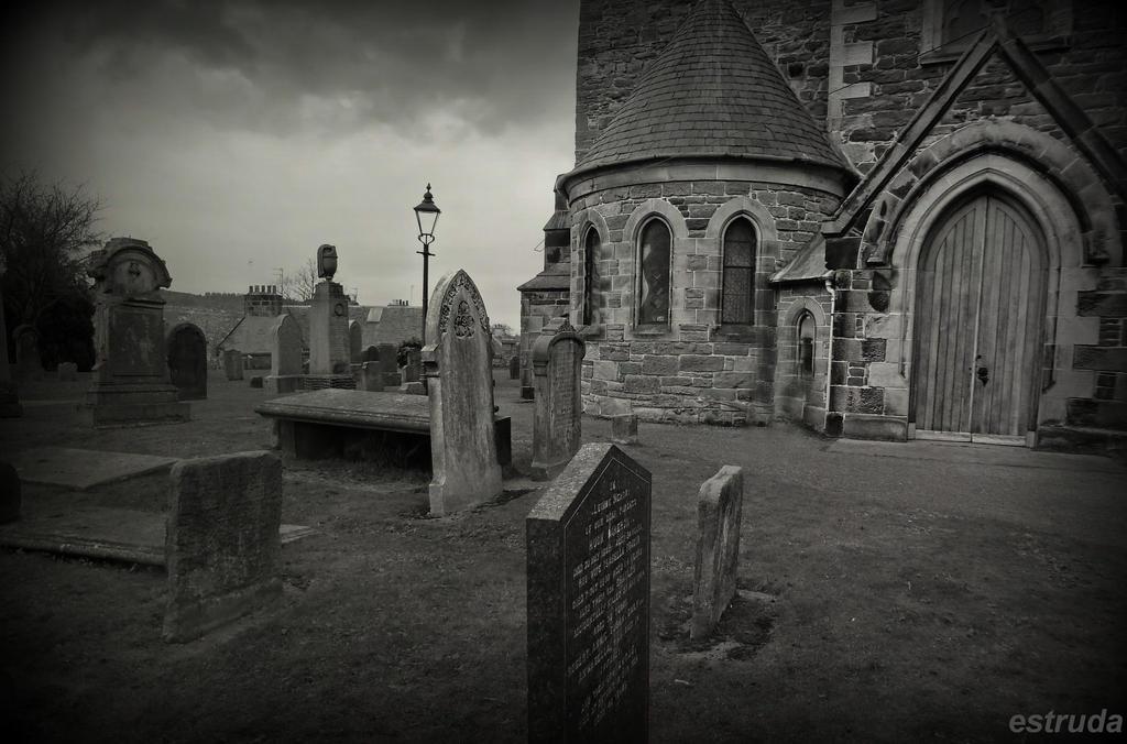 Scottish Cemetery by Estruda