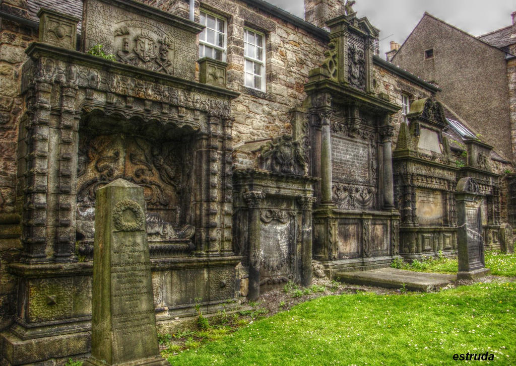 Grayfriar's Kirk Graveyard by Estruda