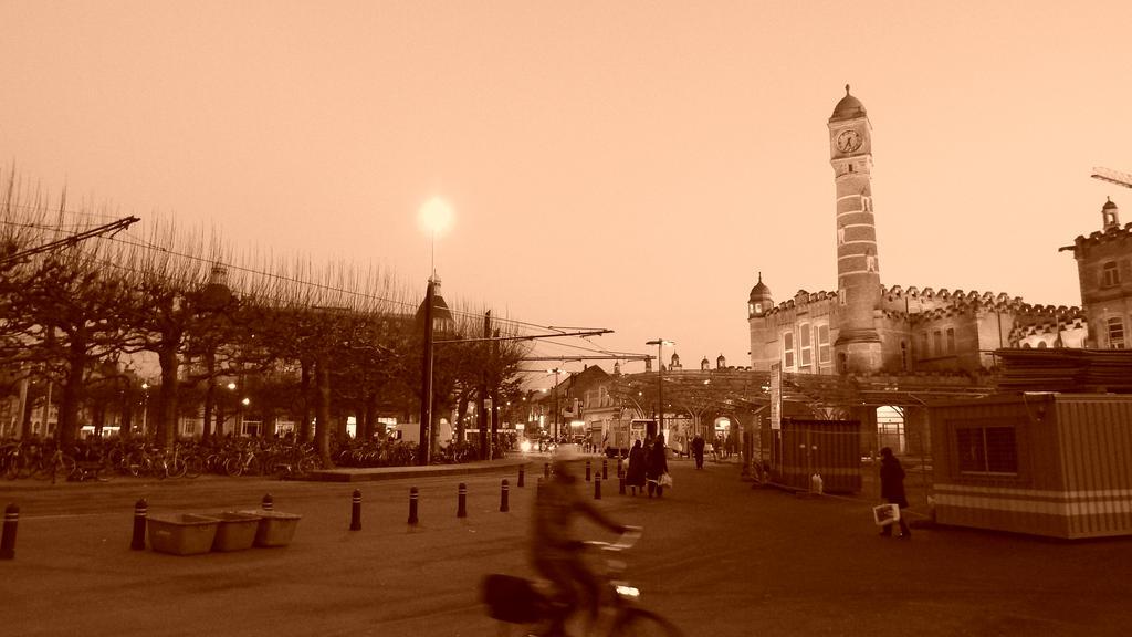 Minaret of the Steel Road by VikingTho