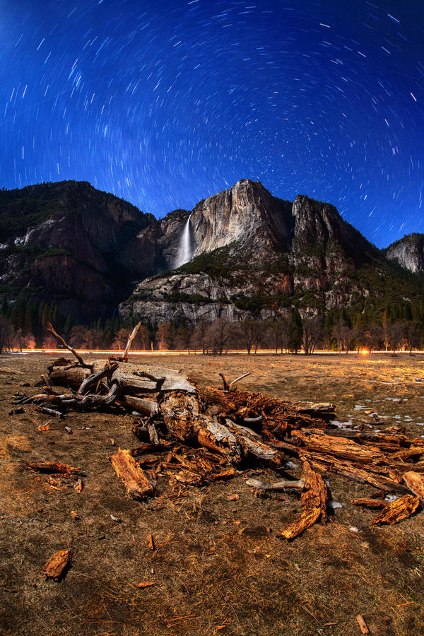 Starry night at Yosemite by porbital