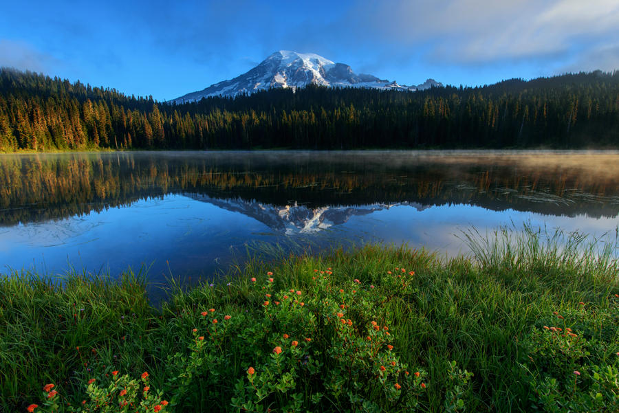 Mount Rainier by porbital