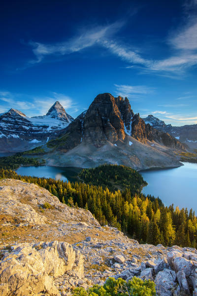 Mt Assiniboine from Niblet by porbital