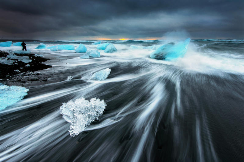 Strong Wave by porbital