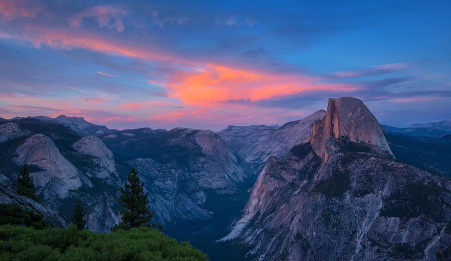 Yosemite Scenery by porbital