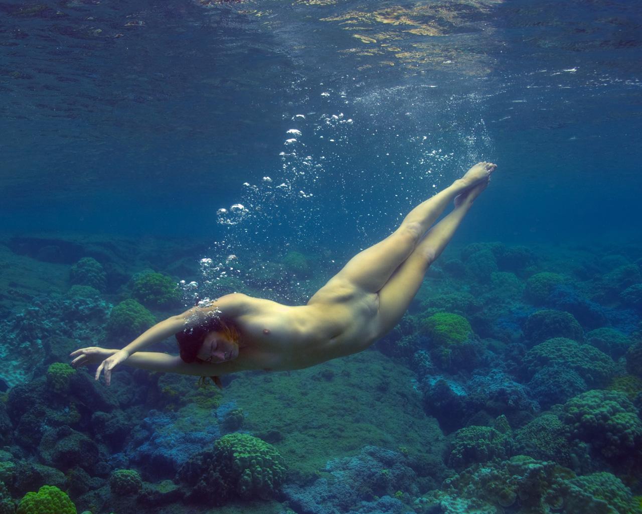 Underwater nudes david essex