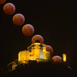 Eclipsed Moon ad Sacra of San Michele