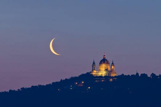 Superga waning crescent Moon