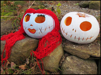 Halloween : Jack and Sally pumpkins by DecoyRobot