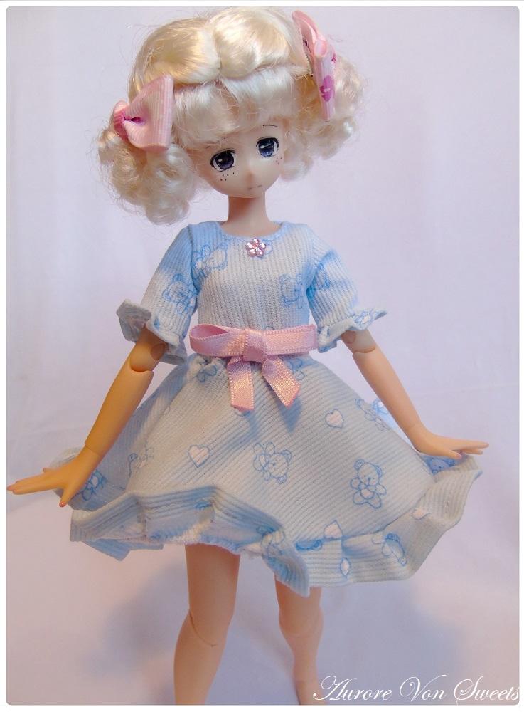 ♥ L'atelier d'Aurore Von Sweets ♥ La galerie couture Petite_robe_bleue_a_nounours_by_aurorevonsweets-dck7zjn