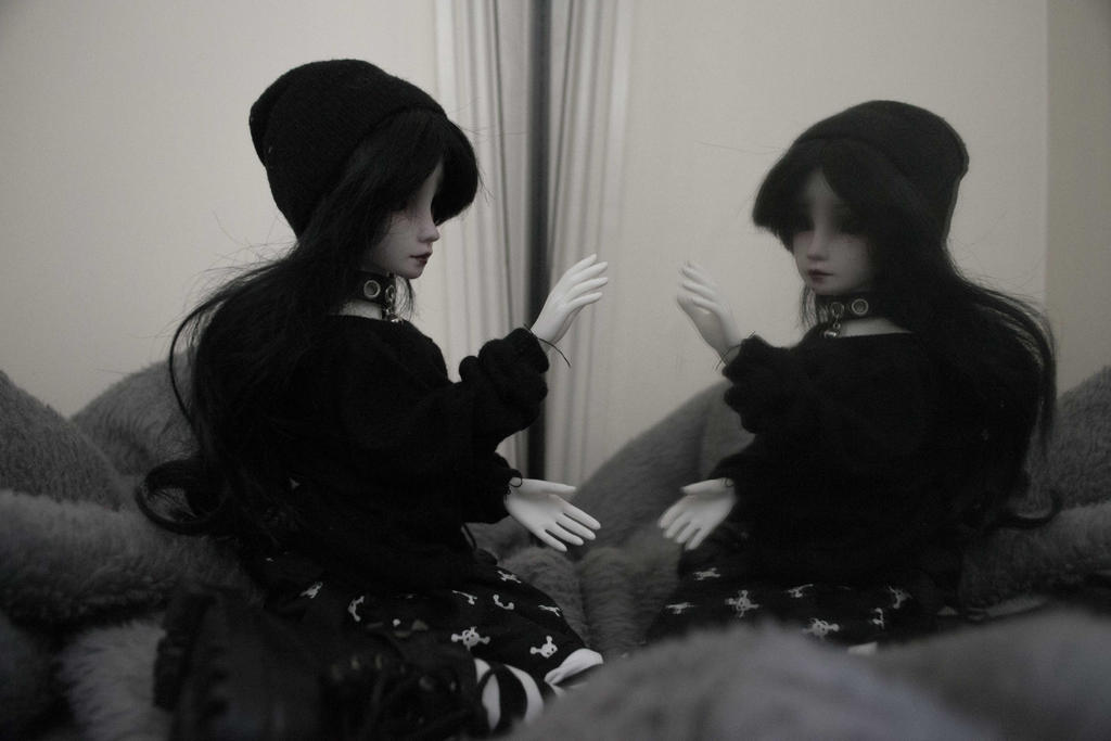 Dolly in the mirror (BJD) by Dreamer-of-darkness