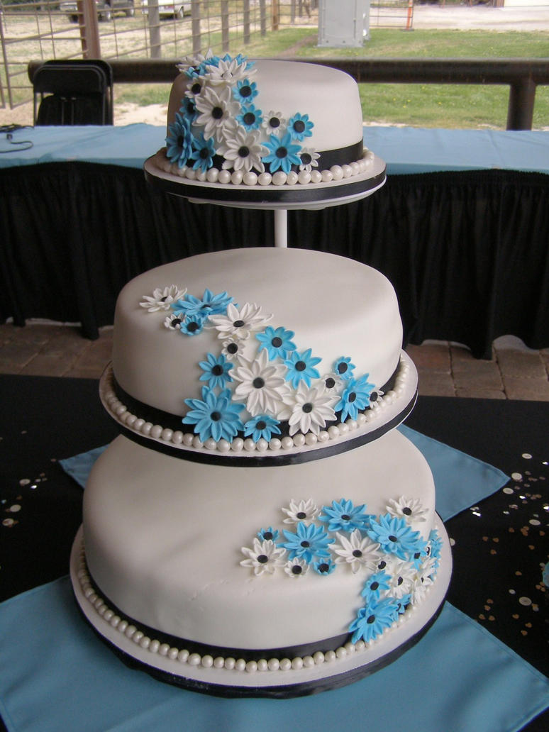 three tier cake 3 tier wedding cake by darcyscakes on deviantart 7981