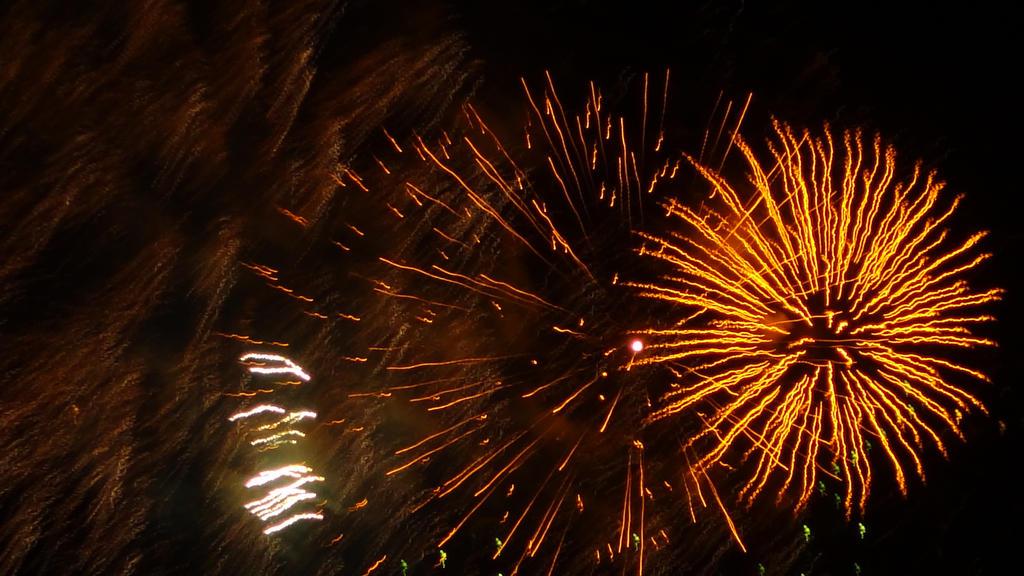 NYE Midnight Fireworks (Hobart, Tasmania) VIII by arluckman