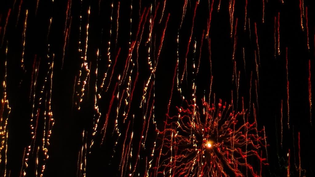 NYE Midnight Fireworks (Hobart, Tasmania) IX by arluckman